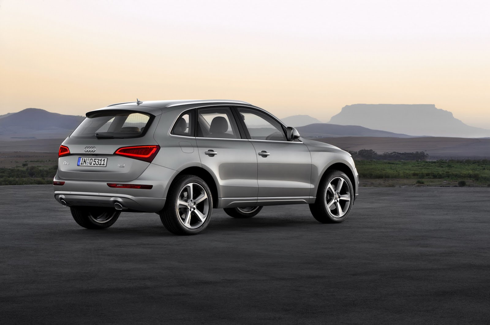 2013 audi q5 review. Black Bedroom Furniture Sets. Home Design Ideas